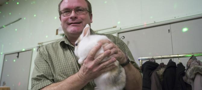 Bonne nouvelle, notre président a retrouvé le lapin perdu !
